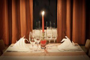 Table préparée pour un diner romantique